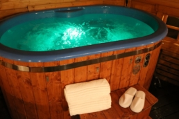 luxury hot tub lodges